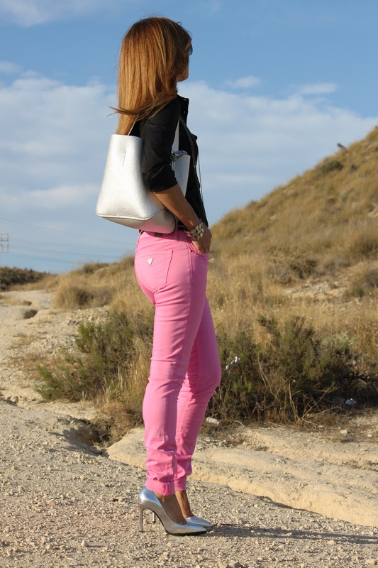 pantalones denim rosa